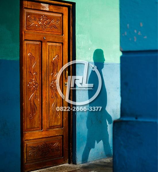 Pintu Ukir Kayu Motif Floral